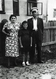 Shmiel, Ester e a filha Bronia